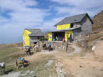 Teehaus mit Werbung vom Paragliding Pre-World Cup