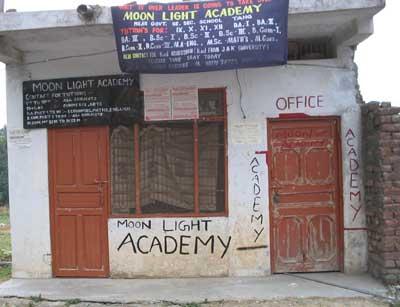 Abendschule an der Strasse nach Palampur